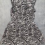 Очень яркое платье F&F зебровой расцветки. На девочку 6-7 лет. Рост 116-122 см
