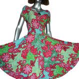 Трикотажное платье с пышной юбкой.