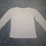 Белая в розовый горошек футболка TU с длинным рукавом. На девочку 4-5 лет.