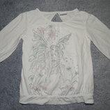 Белая футболка Next с элегантным вырезом на спине. С длинным рукавом. На девочку 5 лет.