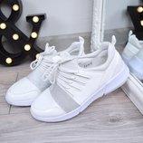 Женские удобные белые кроссовки