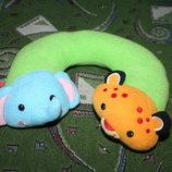 Яркая и удобная дорожная подушка-подголовник для деток