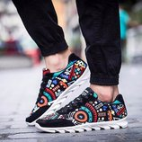 Стильные и яркие кроссовки
