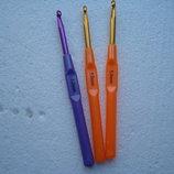 Крючки для вязания с пластиковой ручкой цветные в ассортименте