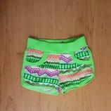 Яркие трикотажные короткие шорты