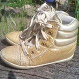 Сникерсы кроссовки кеды золотые.