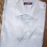 Очень красивая нарядная белая рубашка на рост 134 см