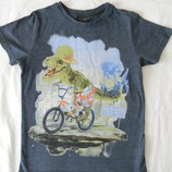 футболка Next с динозаврам на 7 лет.