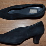 Р. 38,5 - 26,5 см. Итальянские женские, замшевые туфли фирменные оригинал.
