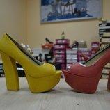 Много обуви из Сша трендовые босоножки цвета