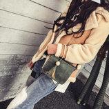 Стильная женская сумка почтальон с брелком В Наличии