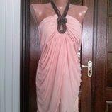 Нарядная нежно-персиковая майка с металлическим декором