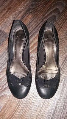 Удобные кожаные туфли с бантиком Clarks, стелька 25,5 см