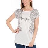 в наличии фирменная женская футболка LC Waikiki ярко-белого цвета с рисунком и надписью на груди