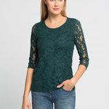 в наличии фирменная женская футболка LC Waikiki темно-зеленого цвета с гипюровыми рукавами