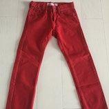 Яркие красные фирменные брючки Levi's на 7-8 лет