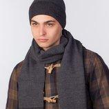 Стильный однотонный комплект, состоит из шапки и шарфа