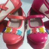 Шикарные фирменные туфельки для девочки р21,22,24,25,26 внутри кожа есть супинатор качество супер