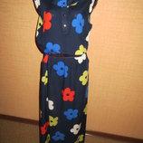 Длинное платье из штапеля с красивым цветочным принтом.