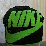 Шапка удлиненная Nike на флисовой подкладке.