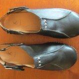Женские босоножки с закрытым носком Clarks Кожа 39р. 26 см.