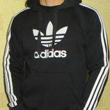 Толстовка с капюшоном Adidas черная.