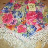 Стильные шорты в цветочном принте, с завышенной талией и тесьмой с кисточками-висюльками