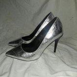 Туфли лодочки серебристые размер 36- 37
