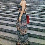 Струящееся длинное платье с вырезом на спинке