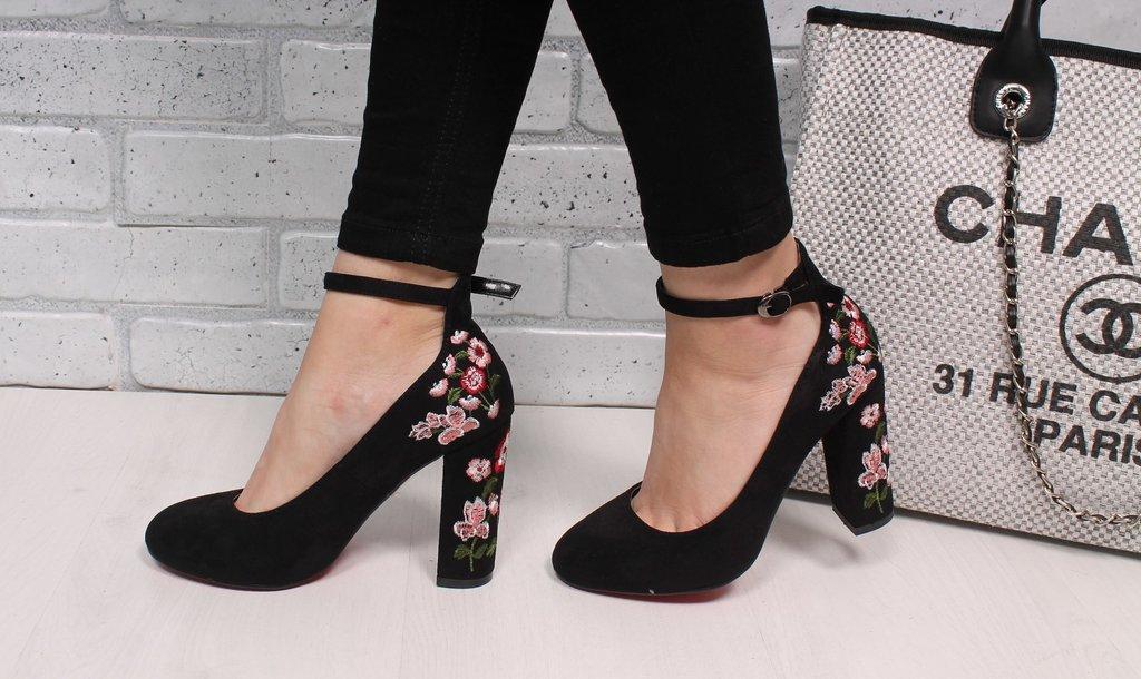 Туфли замшевые с вышивкой