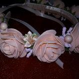 Нежный веночек с персиковыми розочками