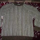 Продам красивый мужской свитер размер Хл в хорошем состоянии.