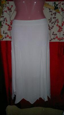 Белоснежная фирменная,длинная юбка.