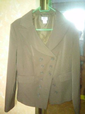 Поделиться Обалденного фасона пиджачок, жакет стройнит, наш 50-52 р