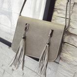 Fashion сумка почтальон с кисточками В Наличии