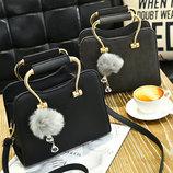 Шикарная каркасная сумка с фигурными ручками и помпоном В Наличии