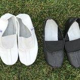Чешки кожаные белые и чёрные