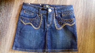 Юбка мини из джинса прекрасно смотрится на девушках Актуальность джинсовой юбки проверена временем.