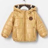 Детская демисезонная куртка золотистого цвета на мальчика фирмы Zara