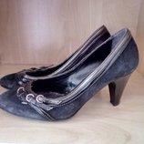 Женские новые, черные замшевые туфли,VERA PELLE,Италия, р.37.