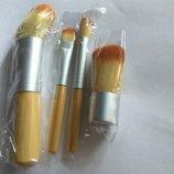 Набор кисточек для макияжа в чехле