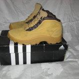 Ботинки Adidas оригинал 37 размер по стельке 24,5 см.Кожаные. В идеальном состоянии.. Легенькие , ды