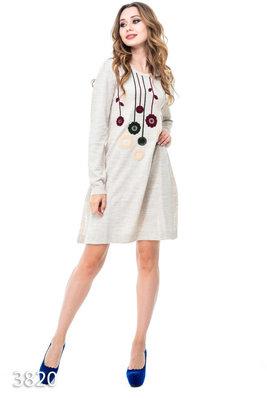Платье-Трапеция с разрезами по бокам и объемными цветами на груди
