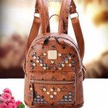 Модный женский рюкзак с заклепками городского типа В Наличии