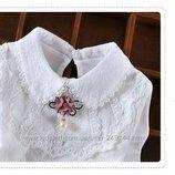 Нарядная белая блузка реглан с кружевом и розовым цветком р. 120-160