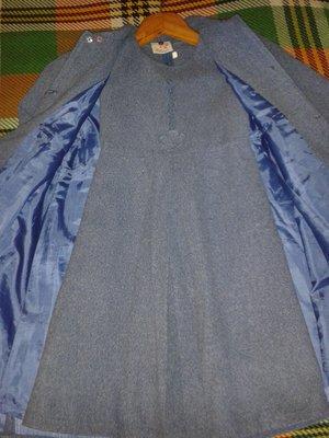 легкое пальто плюс сарафан на 8-10 лет