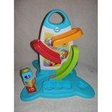 Большая развивающая игрушка-стойка от фишер прайс с 3мя кубиками, музыка, лабиринты и развивающие ку