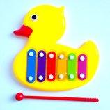 Развивающий музыкальный ксилофон Уточка ,с палочкой,двигаются глазки,