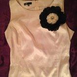 Платье атлас розовое 42-46 с брошью