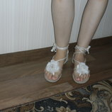 босоножки белые с цветком на шнуровке р.39,40